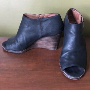 Lucky brand leather wedge black size 9